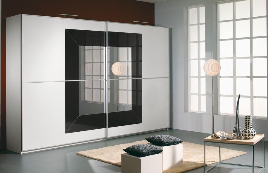 RAUCH Šatní skříň s posuvnými dveřmi Focus alpin bílá s bazaltovým sklem